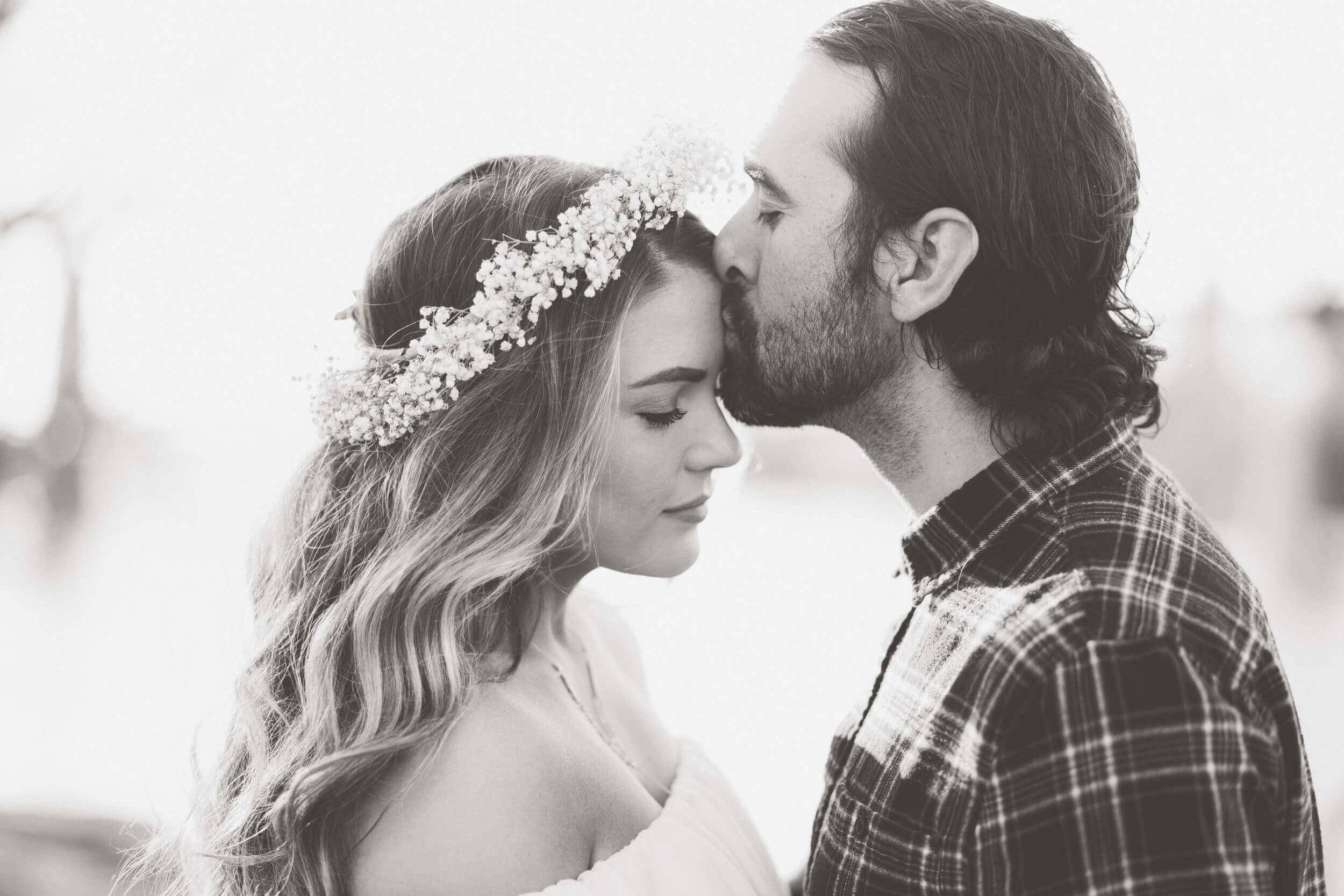 happy-couple-black-and-white (1)